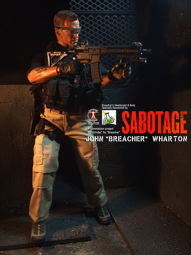 Arnold Schwarzenegger Hintergrund possibly with a schütze titled Calvin's Custom One Sixth Scale Arnold Schwarzenegger as Breacher in Sabotage figure