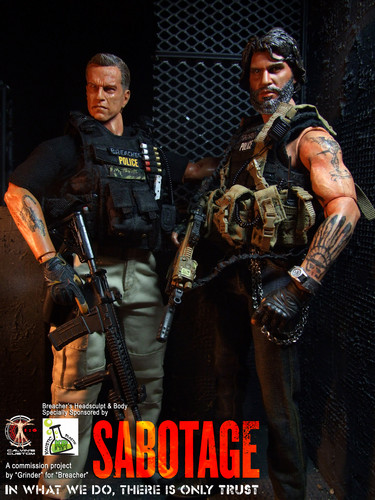 Arnold Schwarzenegger Hintergrund with a rifleman, a green beret, and a navy dichtung called Calvin's Custom One Sixth Scale Arnold Schwarzenegger as Breacher in Sabotage figure