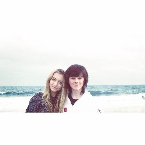 Chandler Riggs Hintergrund titled Chandler and Hana ♥