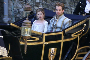 Chris Pine and Anna Kendrick,Into the Woods