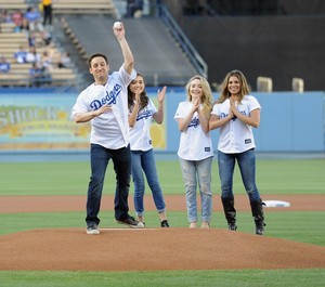 Cory, Topanga and the girls play Dodgers