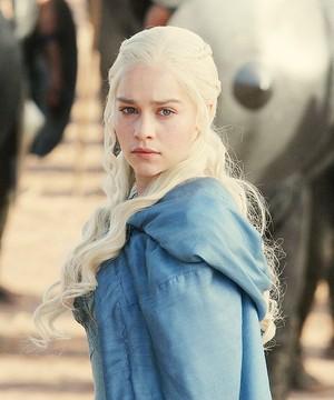 Daenerys screencaps.