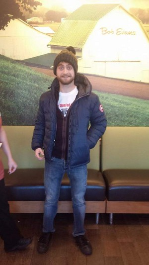 Daniel Radcliffe At Bob Evans , Flint, Michigan (Fb.com/DanieljacobRadcliffefanClub)