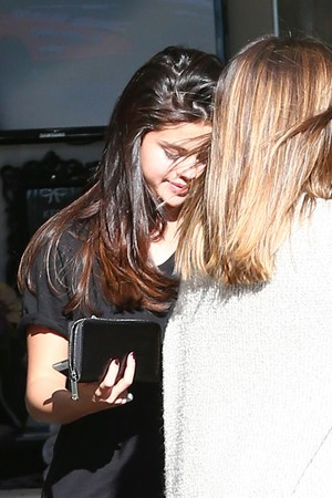 December 27: Selena leaving Luxury Tan & Makeovers in Calabasas, California