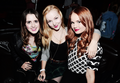 कबूतर Cameron Laura and Debby Ryan