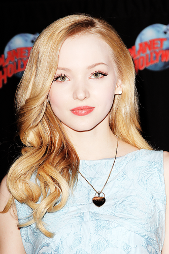 Dove Cameron wallpaper possibly with a portrait titled Dove Cameron