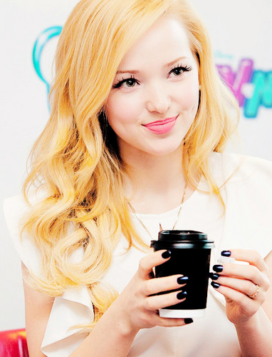 Dove Cameron wallpaper possibly with a portrait called Dove Cameron