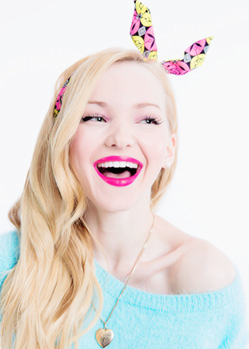 Dove Cameron wallpaper probably containing a portrait titled Dove Cameron
