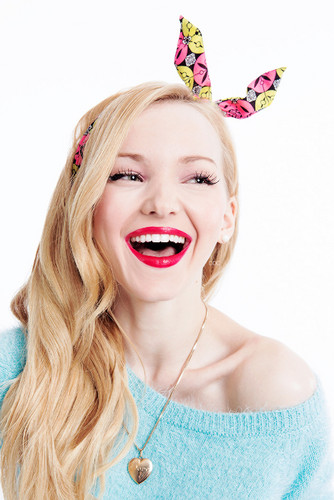 Dove Cameron wallpaper possibly with a portrait entitled Dove Cameron
