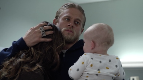 Sons Of Anarchy wallpaper entitled Jax, Tara and Baby Thomas