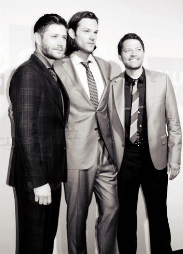 Jensen Ackles wallpaper containing a business suit and a suit called Jensen, Jared and Misha
