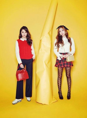 Jessie(ex-member)and her sister krystal f(x)pose for lapa