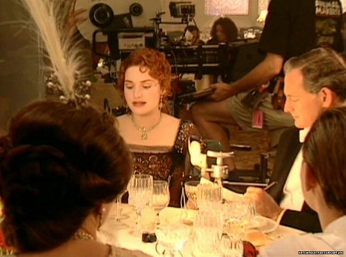 Titanic wallpaper containing a bistro, a brasserie, and a dinner table called Kate Winslet