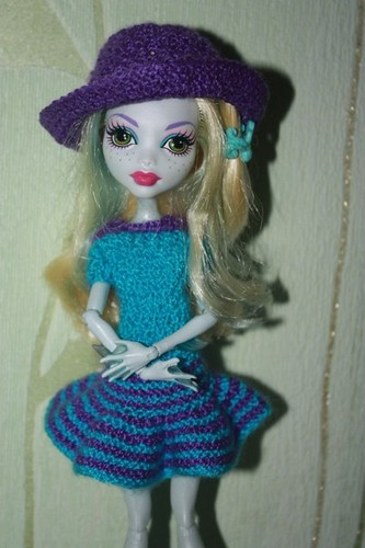 Monster High wallpaper possibly with a cloche, a beret, and a tam entitled Knitted clothes