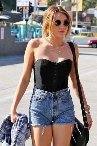 Miley Cyrus پیپر وال probably with sunglasses, گرم پتلون, hot pants, گرم, and شہوت انگیز پتلون called Miley Cyrus
