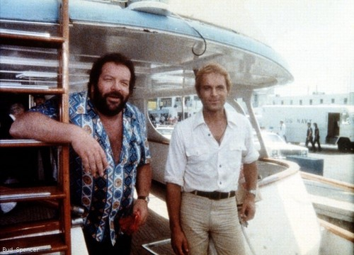 Bud Spencer 바탕화면 possibly containing a revolving door, a diner, and a 거리 entitled Pari e dispari