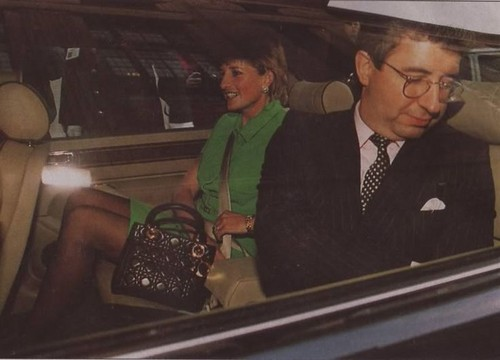 Prinzessin Diana Hintergrund with a business suit called Patrick Jephson - Pricess Diana and Private Secretary