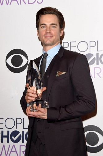 matt bomer fondo de pantalla with a business suit titled People's Choice Awards 2015 - Press Room
