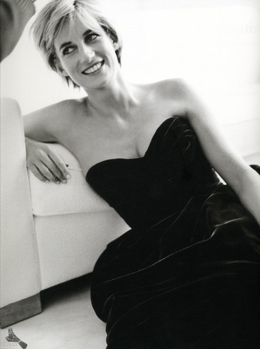 Prinzessin Diana Hintergrund possibly with a cocktail dress, a living room, and a chemise entitled Princess Diana photographed Von Mario Testino