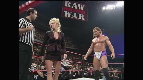Frühere WWE-Diva… Debra Hintergrund entitled RAW - 11.02.98