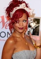 RIHANNA AND FAKE FANS SQUALL LEONHART