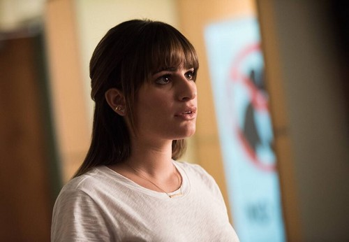 Rachel Berry karatasi la kupamba ukuta containing a portrait titled Rachel Berry Season 6