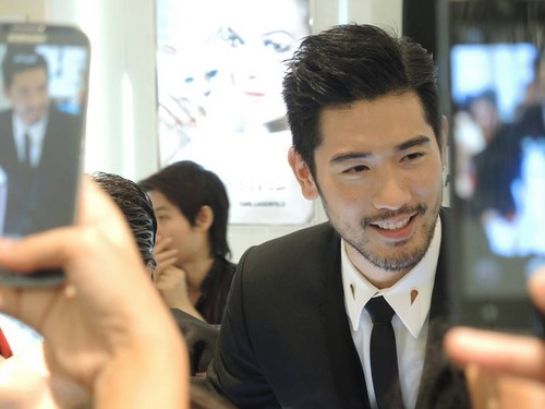 Godfrey Gao wallpaper with a business suit called SK - II event