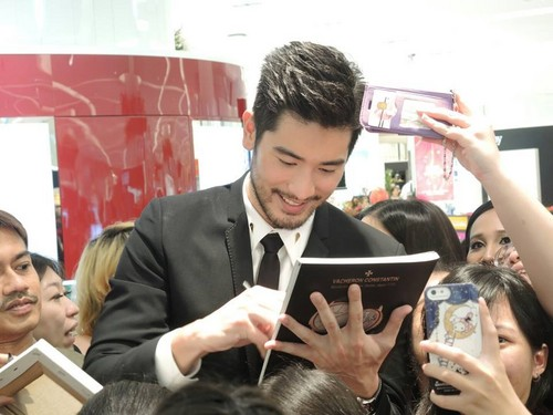 Godfrey Gao achtergrond with a business suit entitled SK - II event