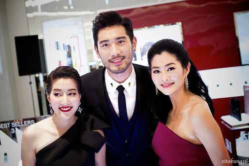 Godfrey Gao achtergrond with a portrait called SK - II event