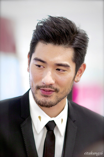 Godfrey Gao achtergrond with a business suit, a suit, and a two piece entitled SK - II event