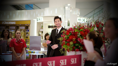 Godfrey Gao پیپر وال with a business suit titled SK - II event