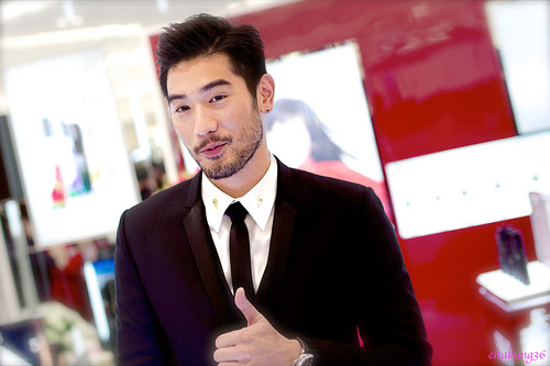 Godfrey Gao achtergrond with a business suit, a suit, and a two piece titled SK - II event