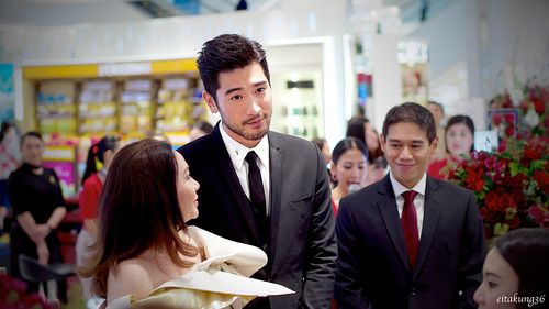 Godfrey Gao fondo de pantalla containing a business suit, a suit, and a two piece called SK - II event