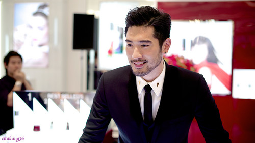Godfrey Gao fondo de pantalla containing a business suit, a suit, and a three piece suit called SK - II event