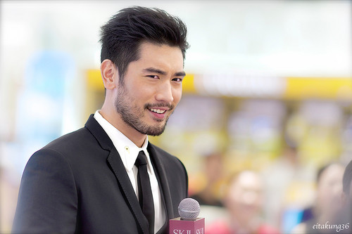 Godfrey Gao fondo de pantalla with a business suit titled SK - II event