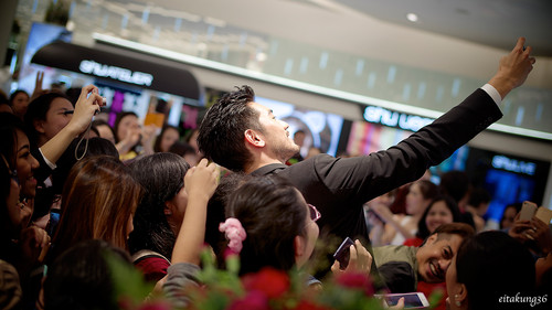 Godfrey Gao fondo de pantalla possibly with a sign titled SK - II event