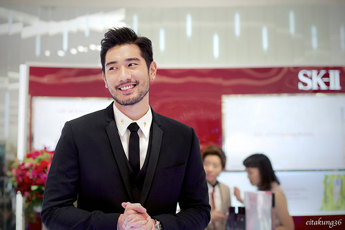 Godfrey Gao fondo de pantalla containing a business suit, a suit, and a two piece entitled SK - II event