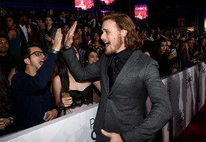 Sam Heughan at the 2015 People's Choice Awards