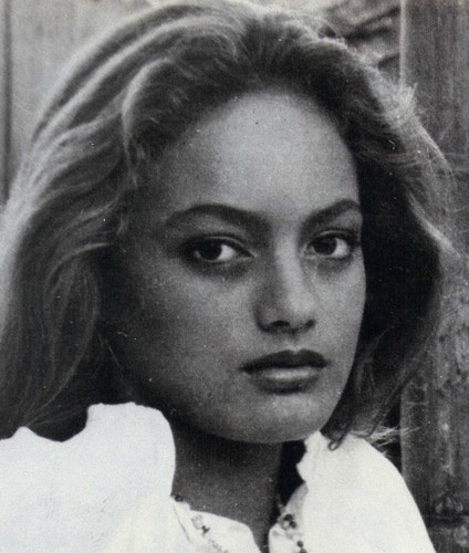 beroemdheden who died young achtergrond with a portrait titled Tarita Cheyenne Brando (20 February 1970 – 16 April 1995)
