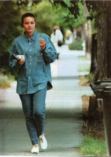 celebridades que murieron jóvenes fondo de pantalla containing a business suit and a calle entitled Tarita Cheyenne Brando (20 February 1970 – 16 April 1995)