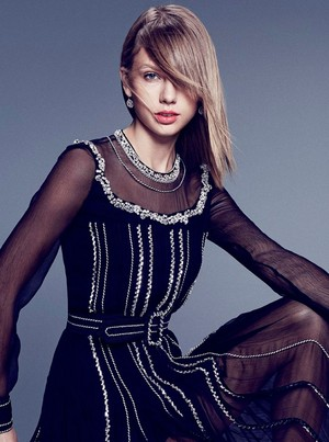 Taylor cepat, swift Bazaa Photoshoot