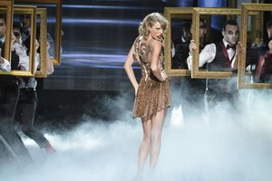 Taylor schnell, swift Performance At AMAS