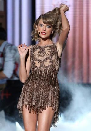 Taylor mwepesi, teleka Performance At AMAS