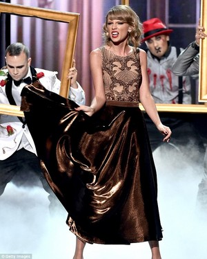 Taylor تیز رو, سوئفٹ Performance At AMAS