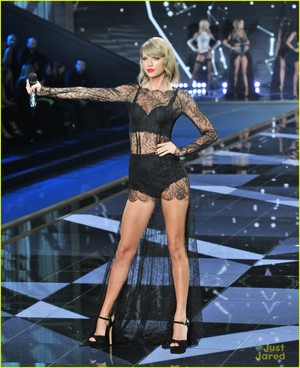 Taylor cepat, swift Performance At Victoria's Secret