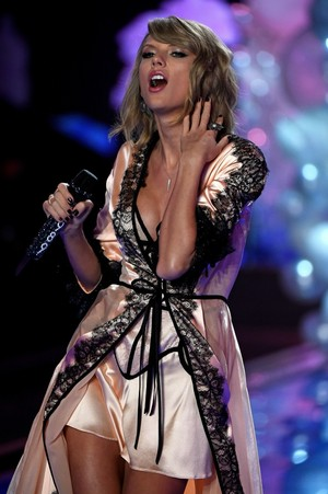 Taylor Swift Performance At Victoria's Secret