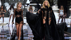 Taylor snel, swift Performance At Victoria's Secret