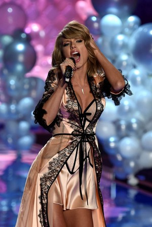Taylor's performance at Victoria's Secrects