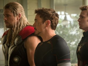 Thor, Stark, and topi in Avengers : Age Of Ultron