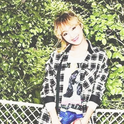 SISTAR (씨스타) wallpaper with a chainlink fence called kim hyo jung
